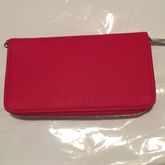 thirty-one Handbags - Thirty One Benjamin Wallet Red NIP
